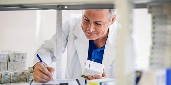 Osobní kontakt lékárníka s pacientem je nenahraditelný. Alespoň jednu lékovou chybu měsíčně zachytí 99 % lékárníků, ukázal průzkum